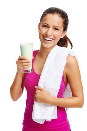 Frau mit Whey Protein Shake