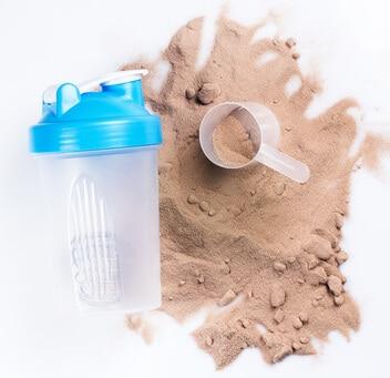 Whey Protein Einnahme Pulver und Shaker