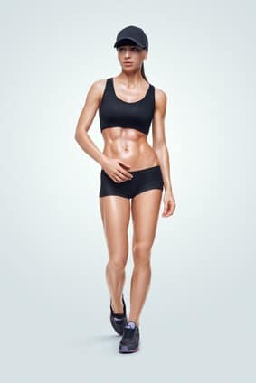 Whey-Protein Konzentrat-Frau-Bauchmuskeln.jpg