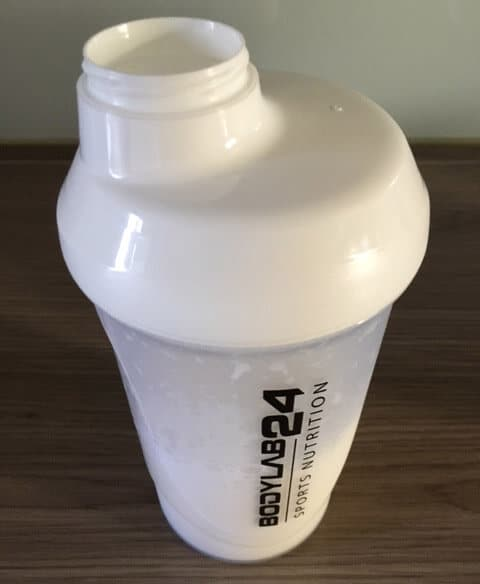 bodylab24 blender bottle mit whey protein isolat