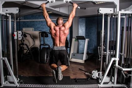 bodybuilder klimmzugtraining