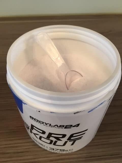 bodylab24 concentrated pre workout geoeffnet loeffel pulver