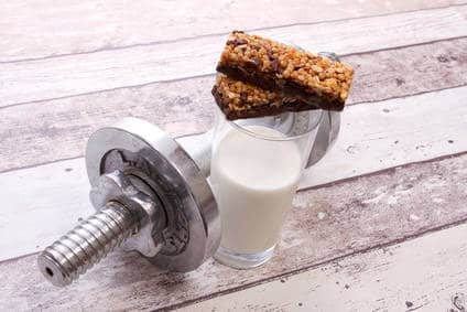 protein riegel mit Hanteln