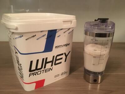 bodylab24-whey-test-shaker-mit-mit-milch-und-pulver