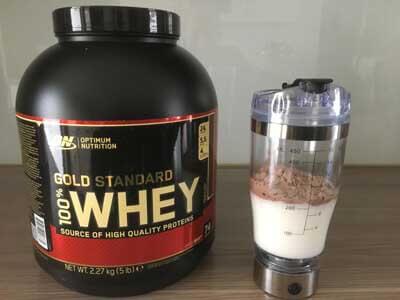 optimum-nutrition-100-whey-gold-standard-test-shaker-mit-mit-milch-und-pulver