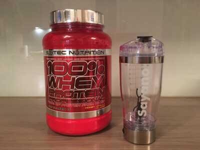 scitec-nutrition-whey-protein-und-shaker-test