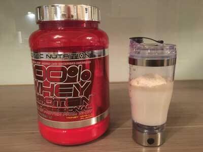 scitec-nutrition-whey-test-shaker-mit-mit-milch-und-pulver