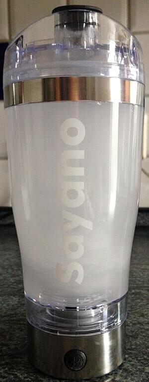 bodylab24 creatine powder beim mixen