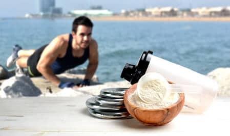 mann fitness outdoor eiweißpulver schuessel